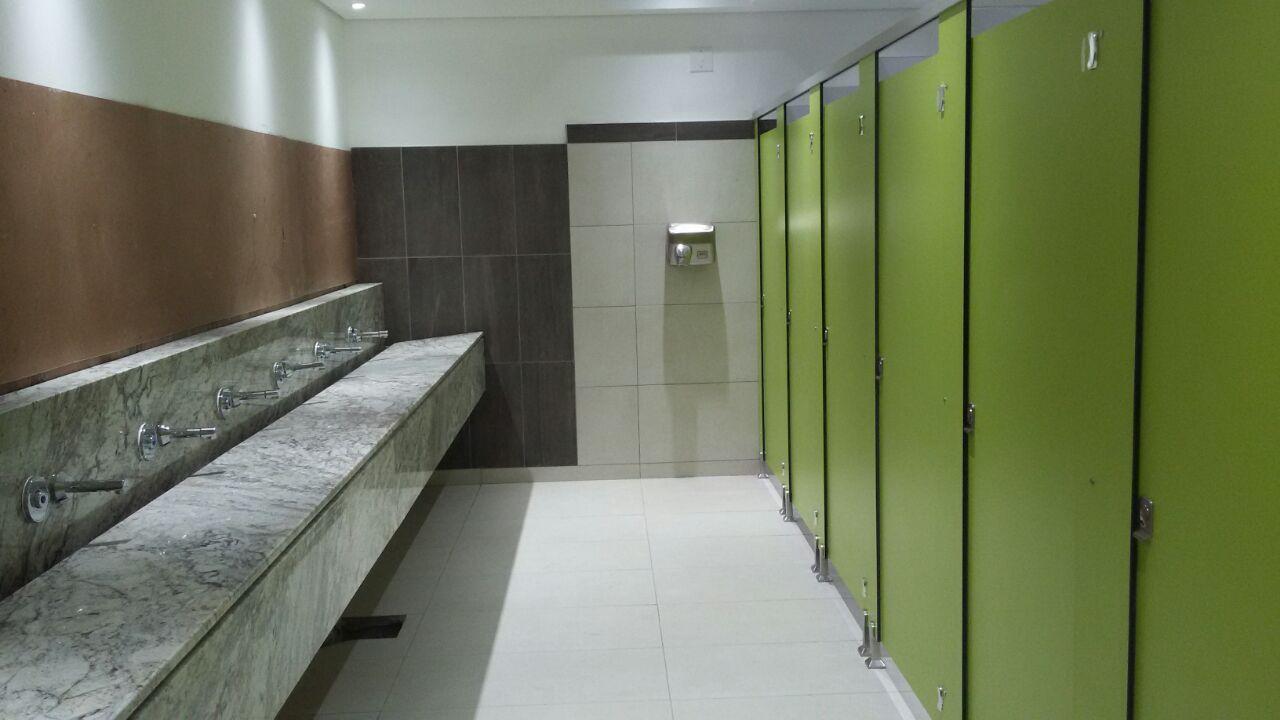 T2 Frameless Toilet Partition